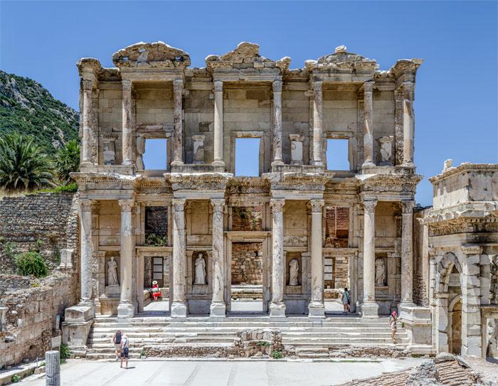 Efes Kazıları başlamak için imza bekliyor