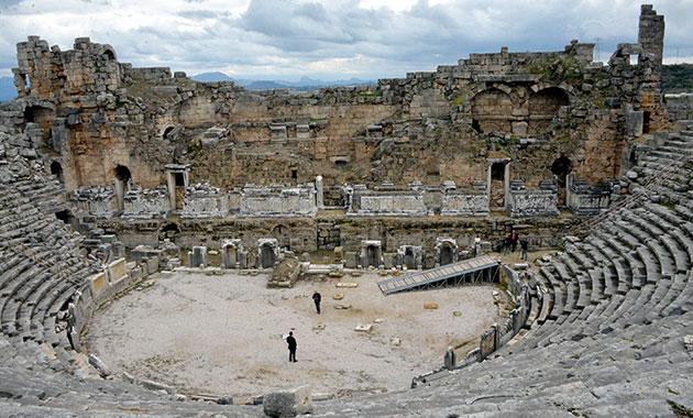 Perge Tiyatrosu restore edilecek